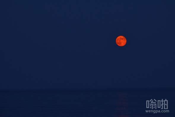 橘红色月亮