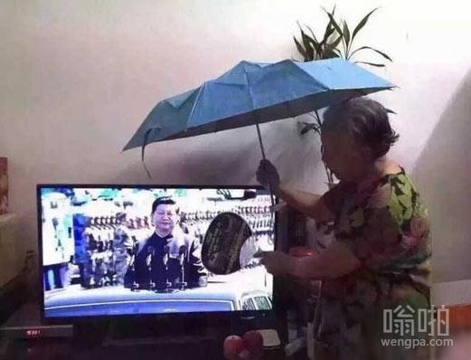 奶奶心疼习大大被太阳晒着