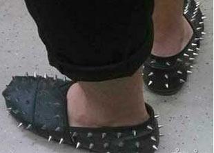 把鞋帮我踢到东大桥!!!