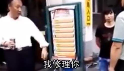 """【视频】郭台铭视察富士康工厂制止员工抽烟被骂 """"关你x事"""""""