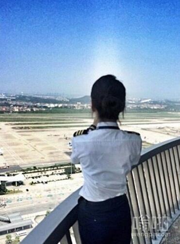 大陆美女机师神似Angelababy  南航最美女机师私房照