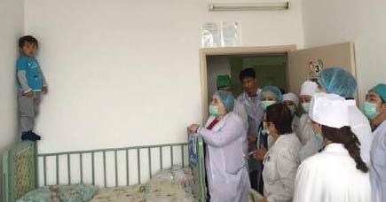 分享一个顽强的宝宝 医院请出了谈判专家