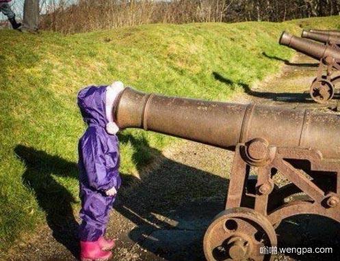 熊孩子那是大炮不是望远镜