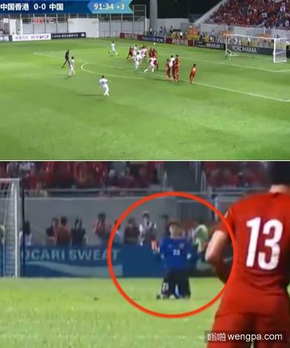 男足vs中国香港 王大雷在比赛最后一分钟时 跪地祈祷国足任意球能得分