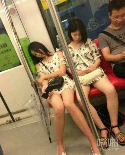 地铁偷拍 被妹子发现我在拍照了