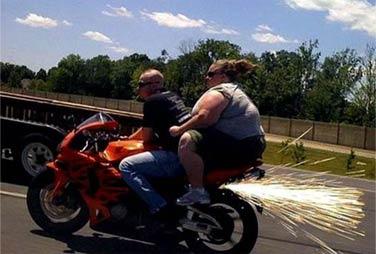 根据我多年总结,胖子唯一的好处就是,人多的时候可以坐副驾驶
