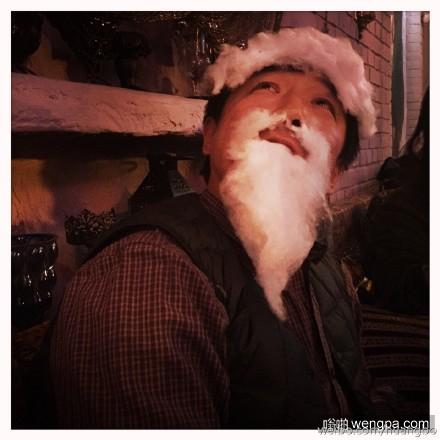 棉花糖老人:黄渤用棉花糖扮圣诞老人