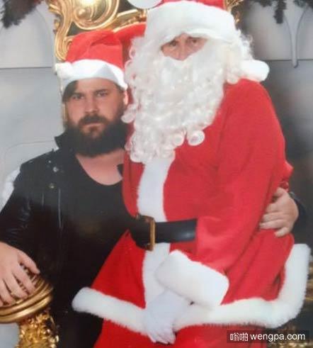 搞笑图片 他得到了圣诞老人坐在他的腿上 - 嗡啪搞笑