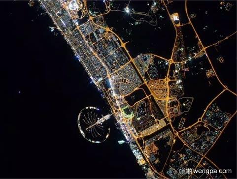 宇航员Scott Kelly在国际空间站拍摄到的迪拜夜景