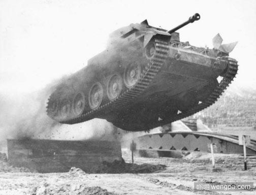 坦克能飞起来么?是的,坦克可以飞起来
