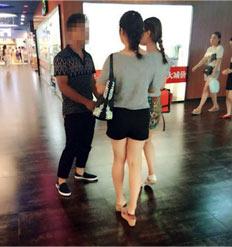 和闺蜜一起去逛街,闺蜜看到一个很帅的男生,想上去搭讪