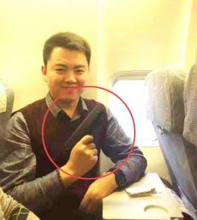 """持""""枪""""上飞机这样真的好吗 """"枪""""怎么过的安检"""