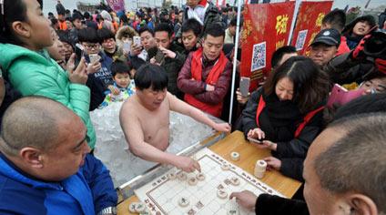 冰桶下棋 高手在民间 - 嗡啪搞笑图片