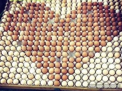超市大妈卖鸡蛋摆出个心形 - 嗡啪搞笑图片
