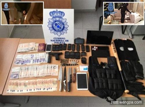 西班牙警方在海边一个尸体的防弹背心中找出的物品