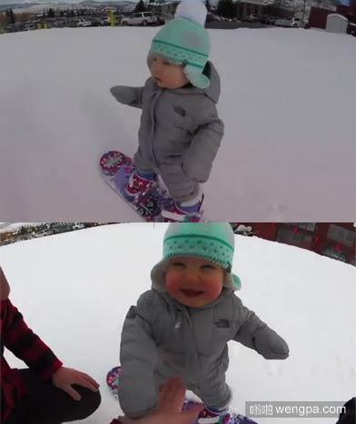 一岁萌娃滑雪 【视频】14个月大萌娃第一次滑雪 还与父亲击掌庆祝