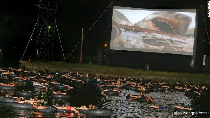 在海水中看电影《大白鲨》 心到底有多大