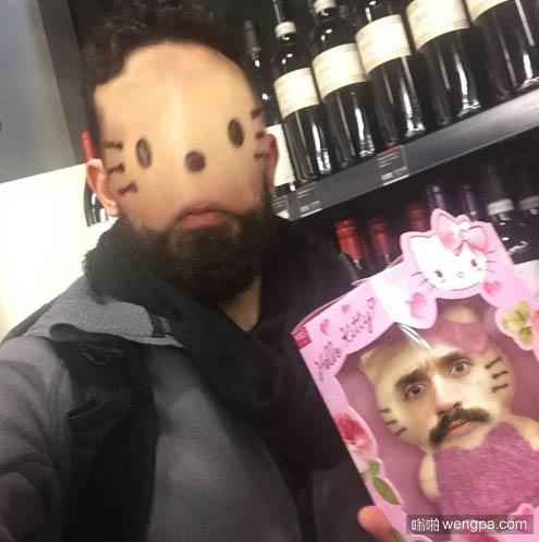 搞笑图片:跟Hello Kitty换脸后我是不是也变得萌萌哒了 - 嗡啪搞笑图片
