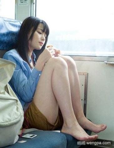 【火车上的笑话】我女朋友是泡面送的 - 嗡啪笑话