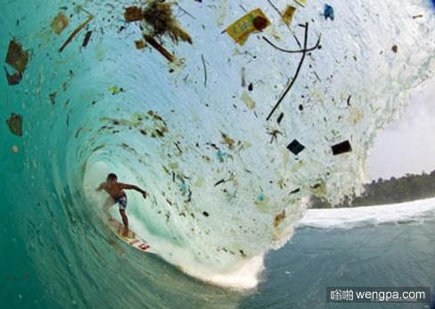 在中国旅游区的沿海冲浪大概就是这样