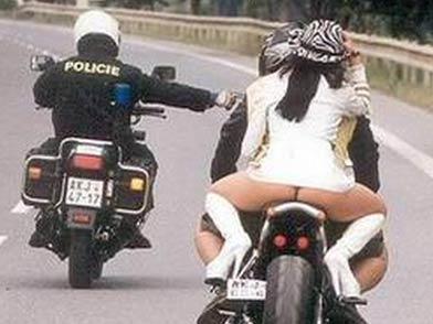 那天家里没米了,我爸骑摩托去街上买