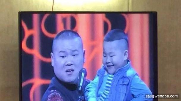岳云鹏与自己相像的小男孩同台