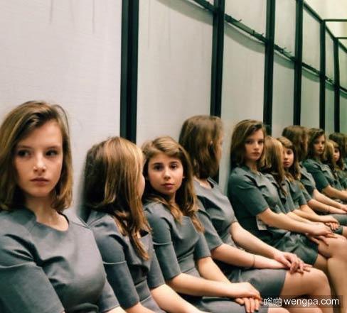 这里坐了几个女孩?
