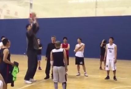 【视频】姚明连罚30球中 手感惊人_篮球 - 嗡啪体育