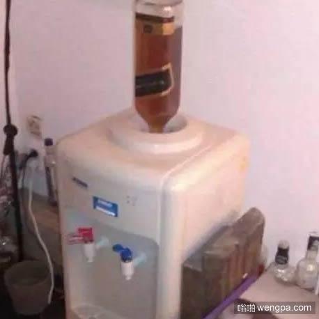 酒鬼家的饮水机