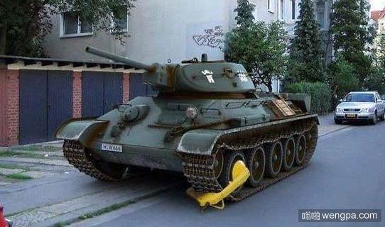 坦克上锁还怕偷么 - 嗡啪搞笑图片
