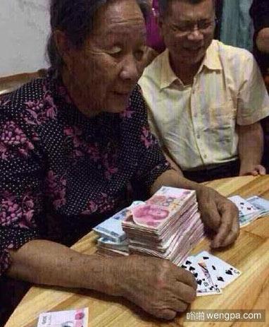村里玩牌都玩的挺大