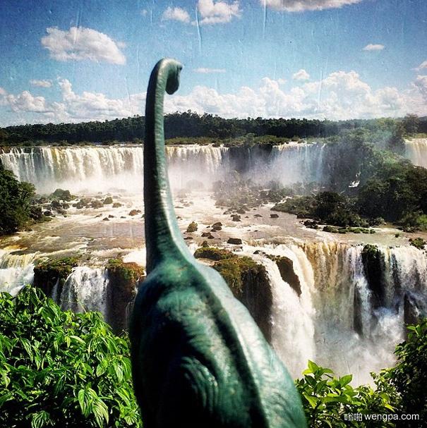 带着玩具恐龙去旅行 毫无违和感