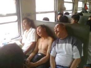 【搞笑段子】教授与农民在火车上相对而坐