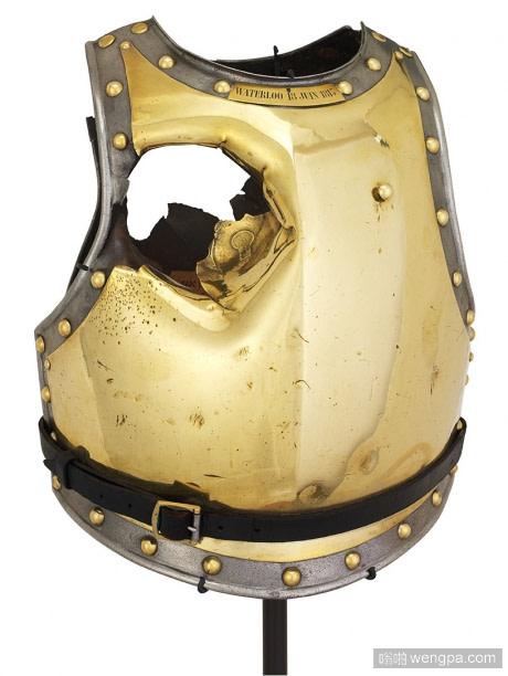 滑铁卢之战法国骑兵部队胸甲有一个炮弹坑