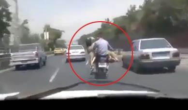 路上见小哥用摩托搭载奇怪的东西
