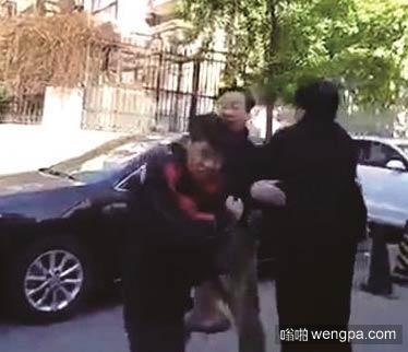 【视频】顺丰快递小哥被打:剐蹭私家车 遭车主扇6个耳光
