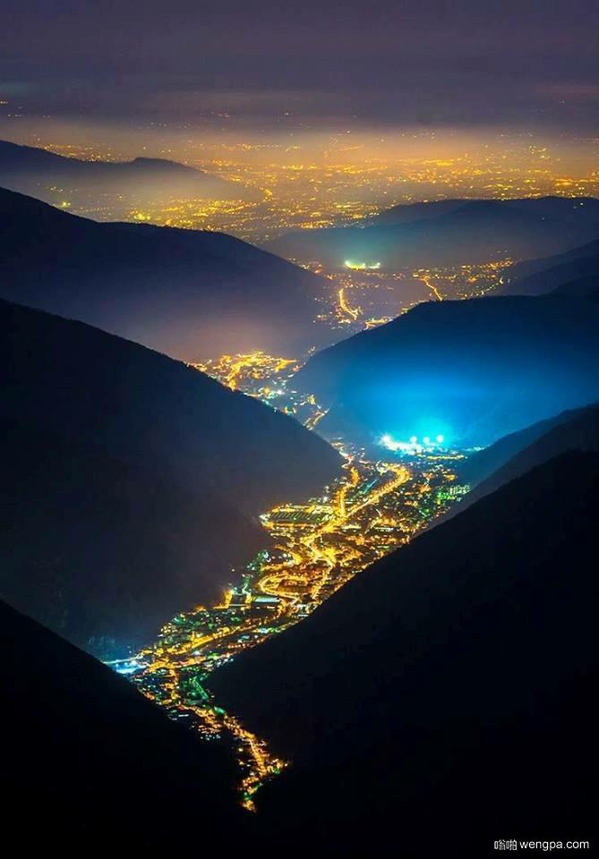 灯谷 Val Trompia, 意大利 - 嗡啪旅游