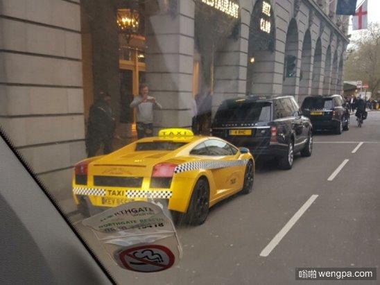 兰博基尼出租车 想必也只有在迪拜街头才能看到