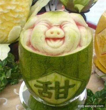 【笑话】昨天买了一个西瓜,回家切开一看没熟