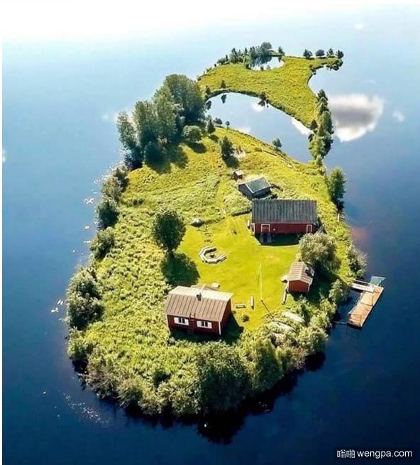 一个小海岛在罗瓦涅米,芬兰。