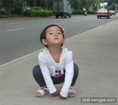 【搞笑段子】今天走在街上一小孩对我吐口水 我给了他5块钱