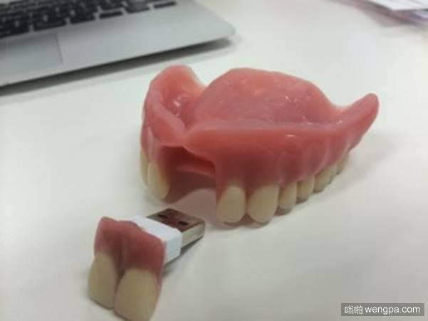 假牙U盘 当你需要保持您的文件安全!-嗡啪搞笑图片