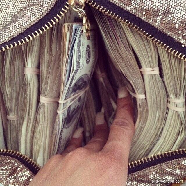这应该是一个女人的钱包