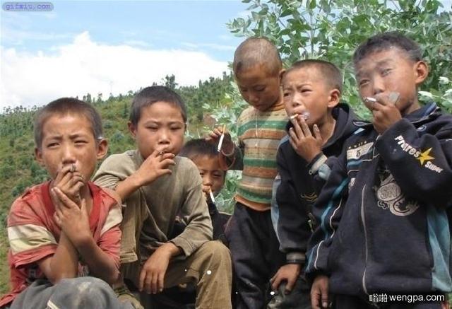 小孩抽烟搞笑图片 古惑仔害了一代人-嗡啪搞笑图片