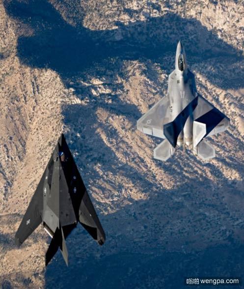 F-22和F-117并排飞行-嗡啪军事