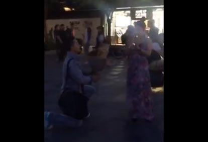 【视频】三里屯男子尴尬表白 喊话喇叭传出收废品叫卖声