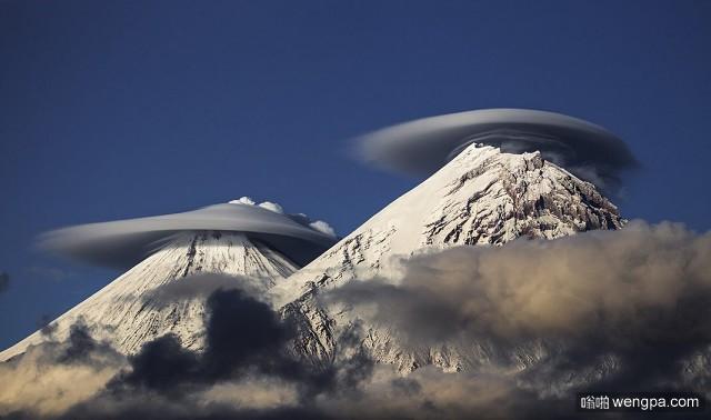 俄罗斯堪察加半岛 活火山从Klyuchevskoy火山口冒出