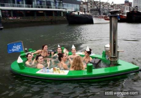 在荷兰,我们有Hottug(简易热水浴船)