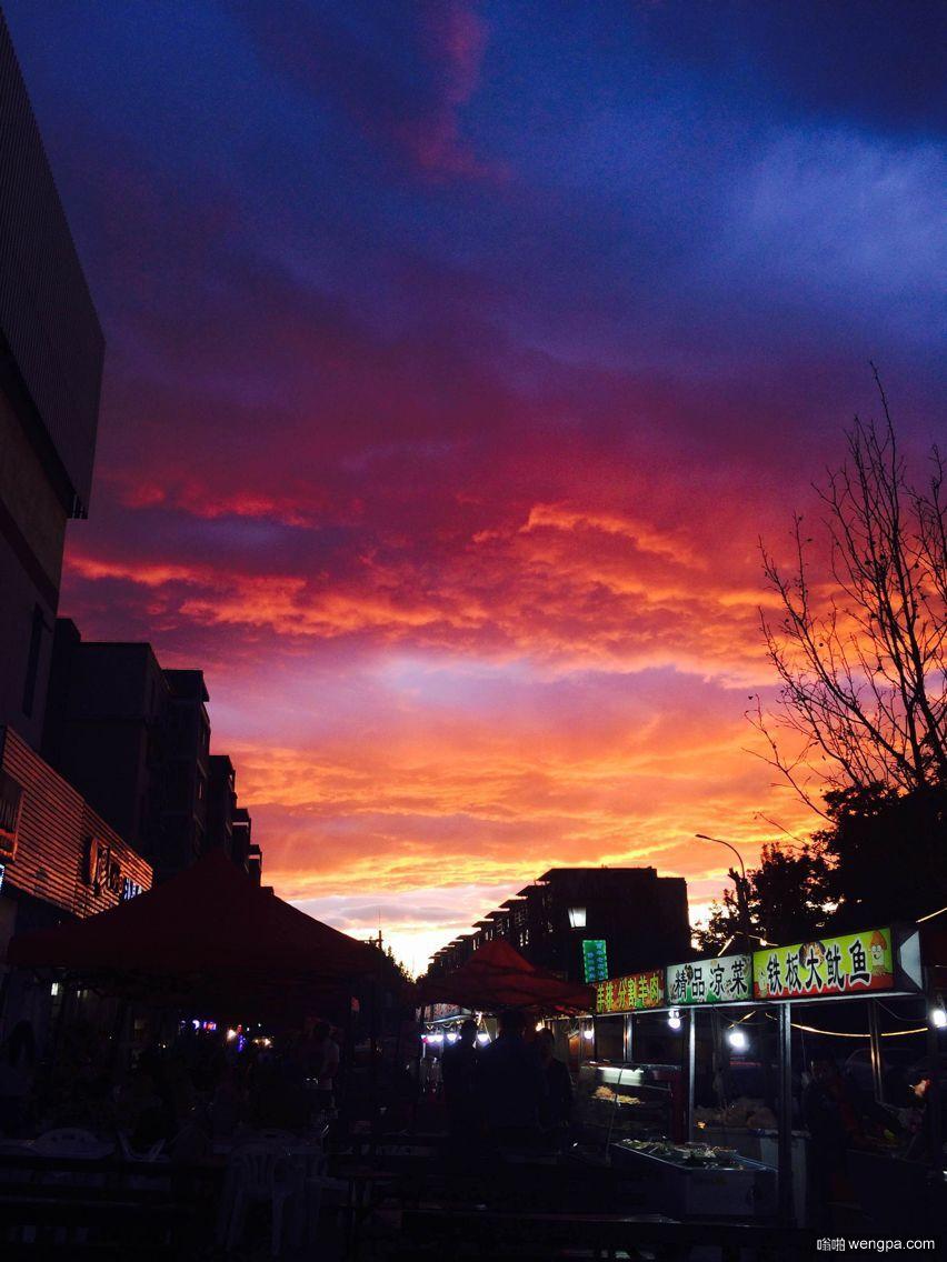 京城雨后现彩虹和火烧云奇观 朋友圈被刷爆(组图)