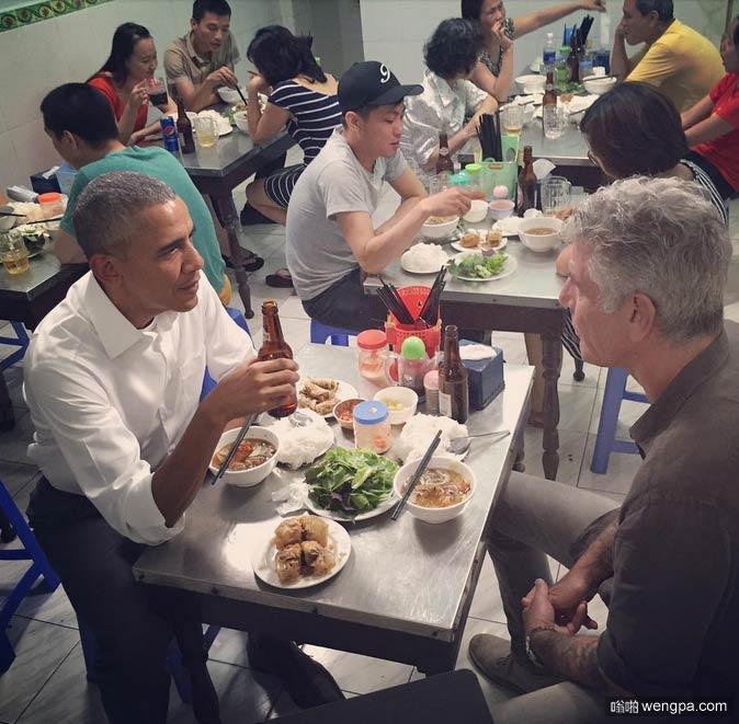 美国总统奥巴马和安东尼·波登在越南吃河粉